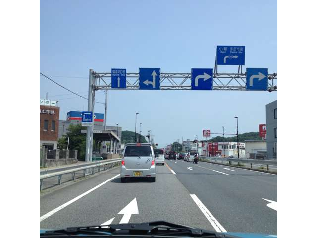 山陽小野田市方面からお越しの方は190号線藤山交差点を490号線方面はへ直進、医大を右手に通り過ぎ490号線につき当り右手です!